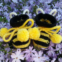knitted bumblebee baby booties