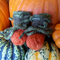 knitted pumpkin baby booties