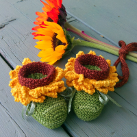 knitted sunflower baby booties